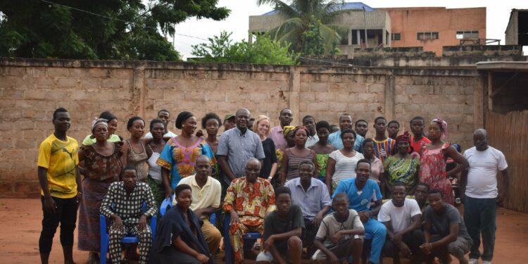 Visite de terrain d'une mission de l'ATBEF et ses partenaires aux écoles des maris,